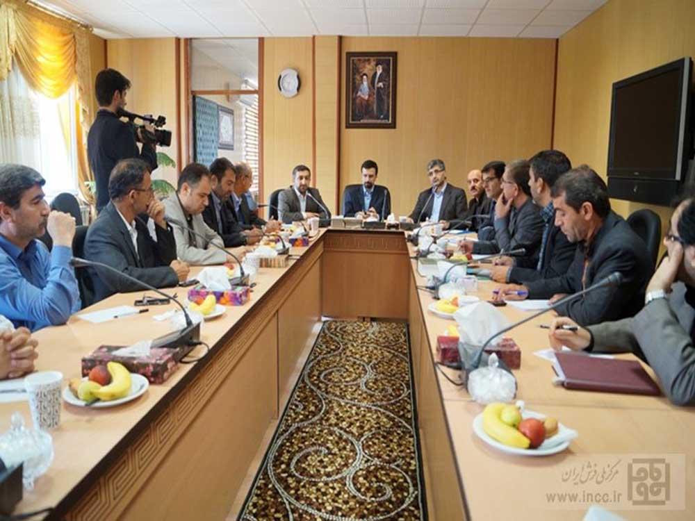 جلسه کمیته فرش استان باحضور دکتر کارگر رئیس مرکز ملی فرش ایران